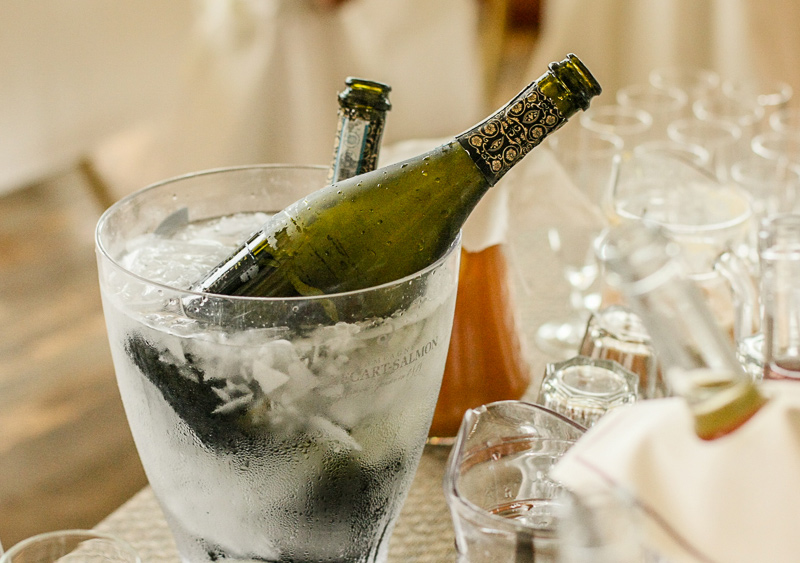 Dinner and Glass, crockery, plates and cups and glasses hire for weddings in the Algarve